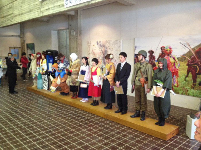 Kanazawa College of Art in Japan Lets Students Wear Costumes to Graduation (15)
