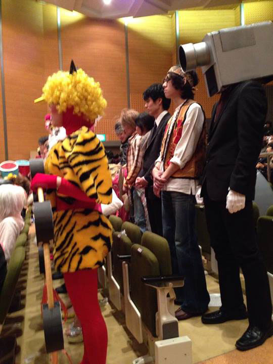 Kanazawa College of Art in Japan Lets Students Wear Costumes to Graduation (5)