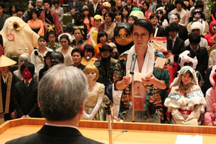 Kanazawa College of Art in Japan Lets Students Wear Costumes to Graduation (7)