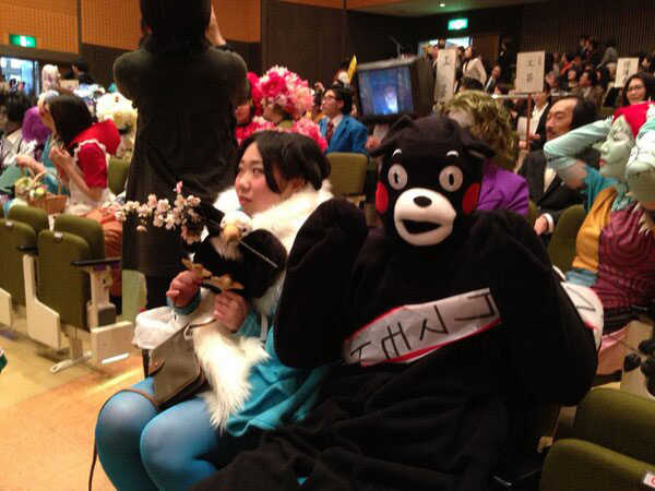 Kanazawa College of Art in Japan Lets Students Wear Costumes to Graduation (8)
