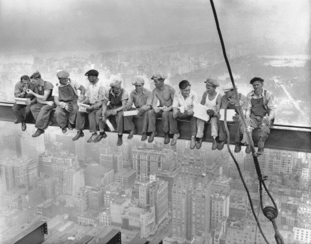 Lunch-atop-a-Skyscraper-(New-York-Construction-Workers-Lunching-on-a-Crossbeam)