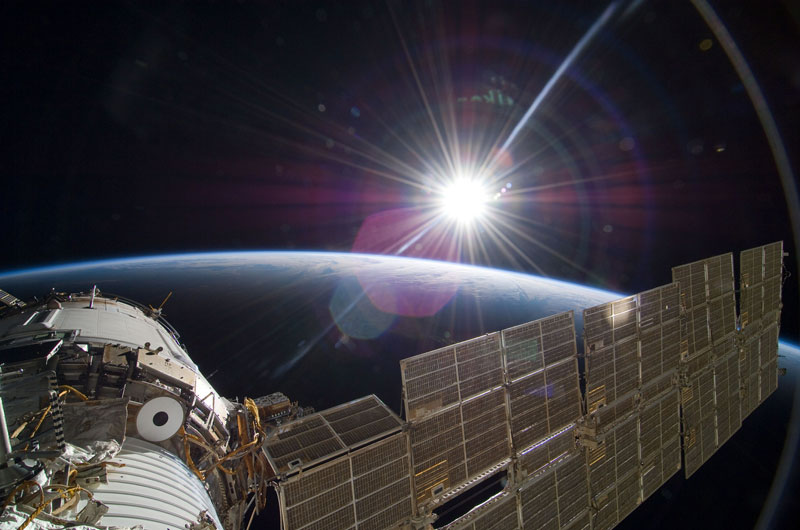 NASA-Toasts-Gravity-with-Real-Life-Images-from-Space (2)