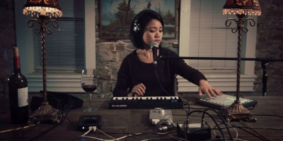 One-Woman Band Covers Nirvana's Heart-Shaped Box and It's Awesome