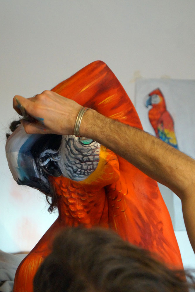parrot body painting by johannes stotter (4)