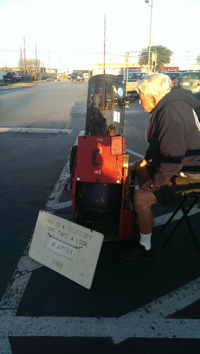 sidewalk astronomy come take a look at jupiter free telescope full The Top 25 Pictures of the Day of 2014