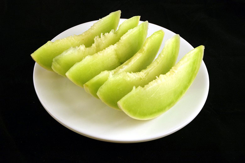calories in honeydew melon This is What 200 Calories of Various Everyday Foods Looks Like