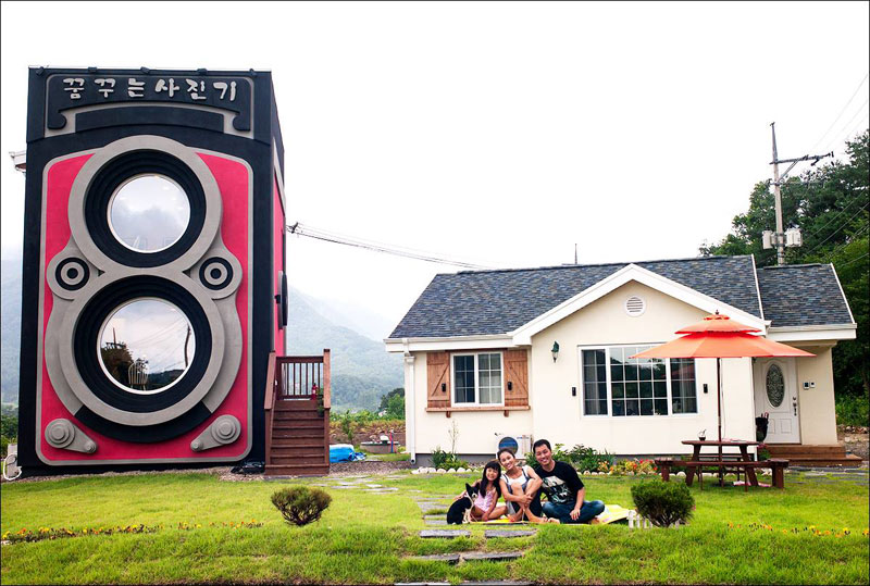 giant camera coffee shop south korea dreamy camera cafe (6)