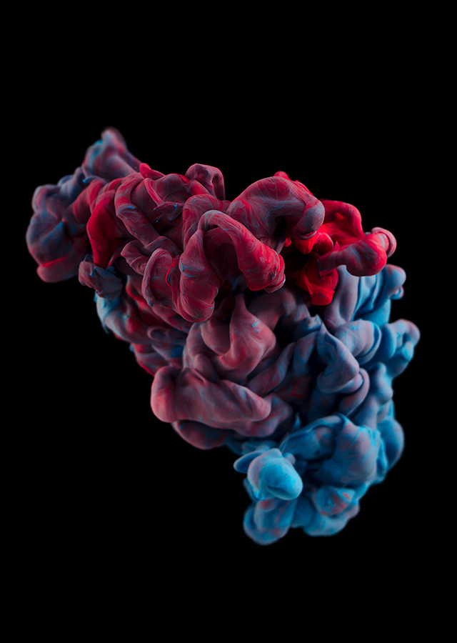 ink dropped into water on a black background by alberto seveso (10)