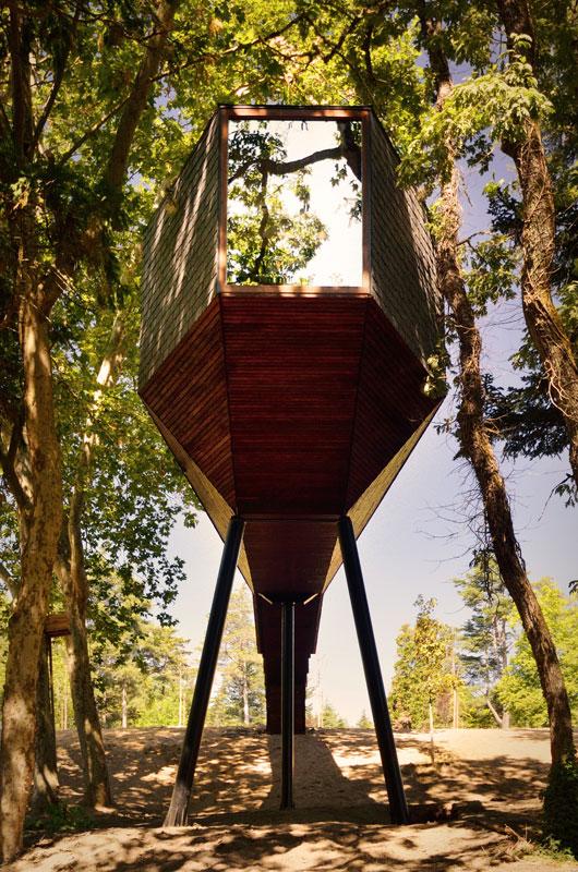 snake-shaped tree house by luis and tiago rebelo de andrade pedras salgadas spa and nature park (8)