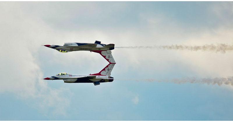 two usaf thunderbird f16 mirror image reflection acrobat trick