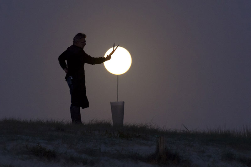 playing with the moon by laurent laveder (8)