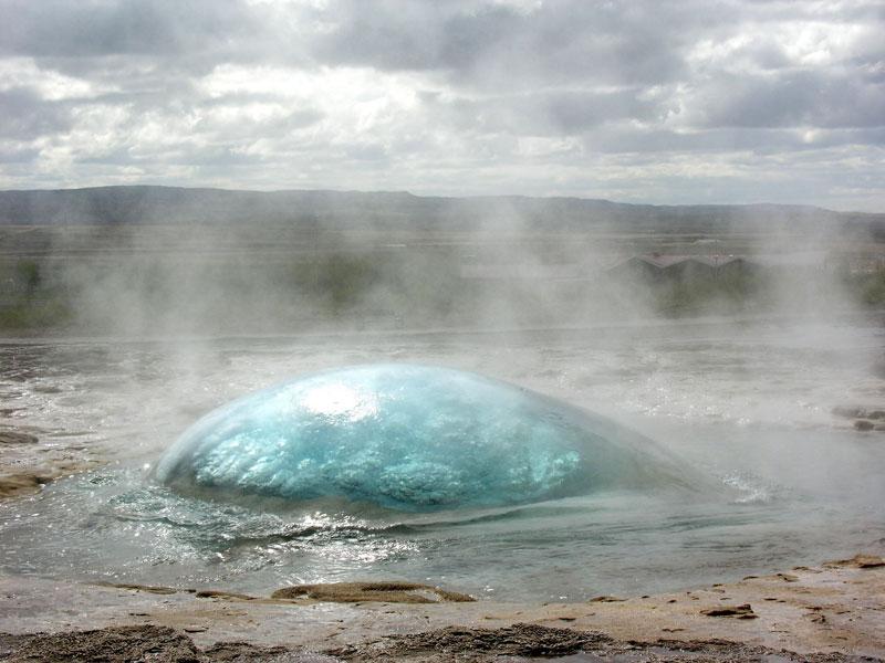 Strokkur_Geyser,_Iceland_beginning_to_erupt