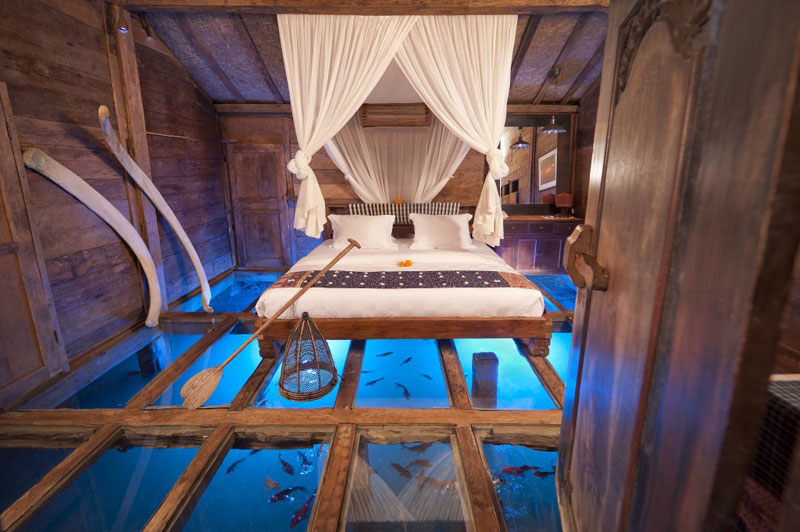 glass-bottom-bedroom-Udang-House-(Shrimp-House)-Bambu-Indah-hotel-Ubud-Bali