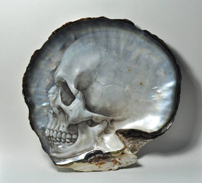 hand carved skulls into mother of pearl shells by gregory raymond halili (4)