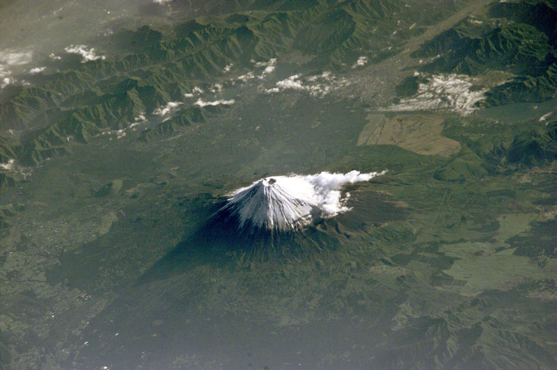 Mt_Fuji_from-space_iss_way-above