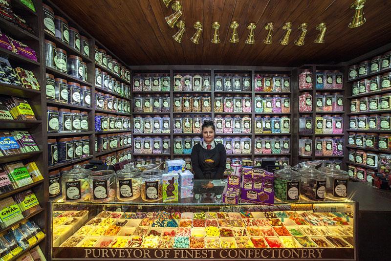 portraits of shopkeepers around the world by vladimir antaki (4)