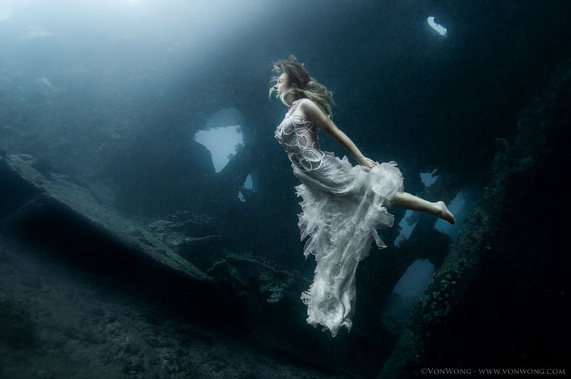 Underwater Photoshoot with Freedivers and a Shipwreck in Bali by benjamin von wong (6)