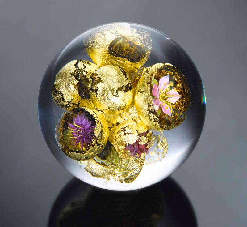 miniature glass gardens encased in clear glass orbs by paul stankard (6)