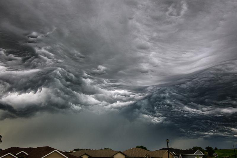 storm cloud looks like ocean waves Picture of the Day: Storm Cloud Looks Like Ocean Waves