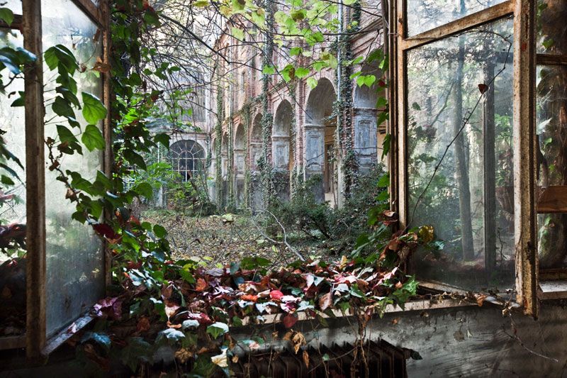 Picture of the Day: Abandoned Courtyard