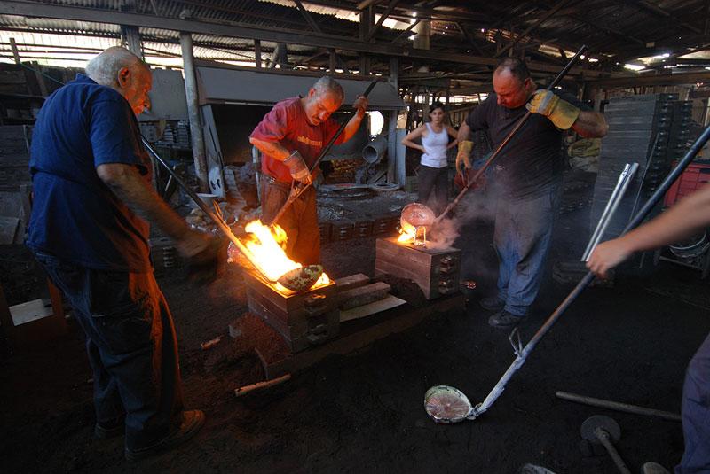 molten metal meets wood furniture hilla shamia (5)