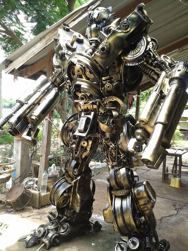 giant transformers made from old car parts (4)