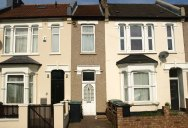 Picture of the Day: This 7ft Wide House in London Just Listed at $383K