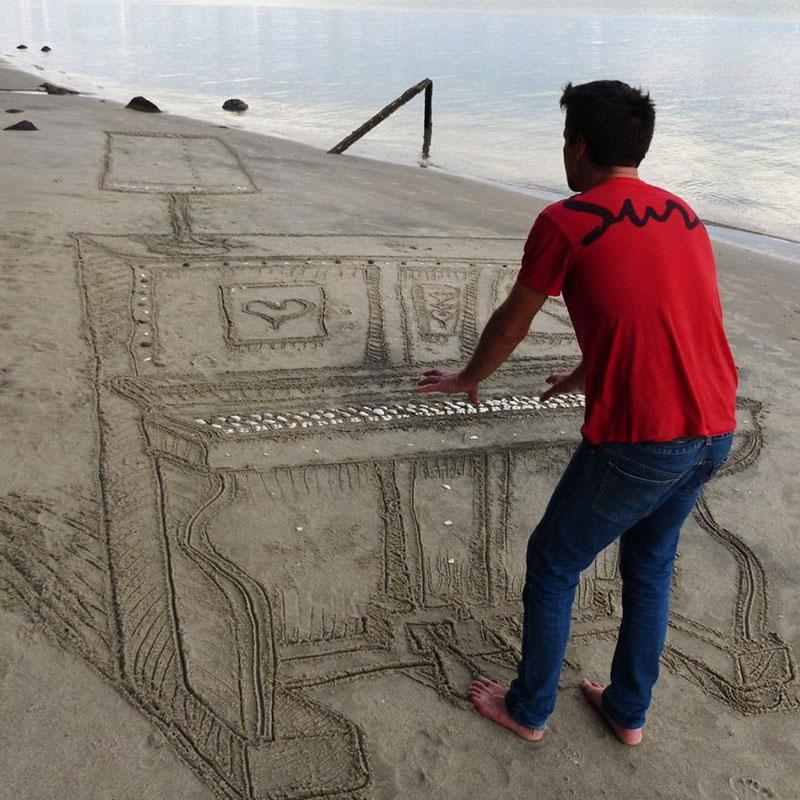 3d sand piano beach art by jamie harkins (2)