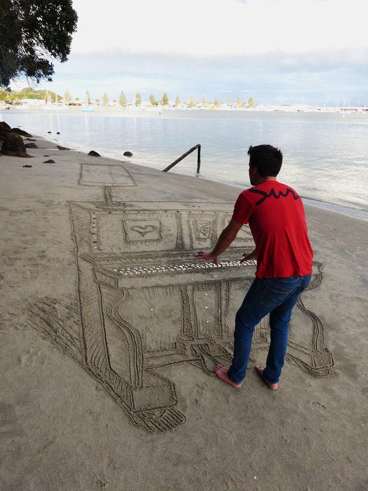 3d sand piano beach art by jamie harkins (5)