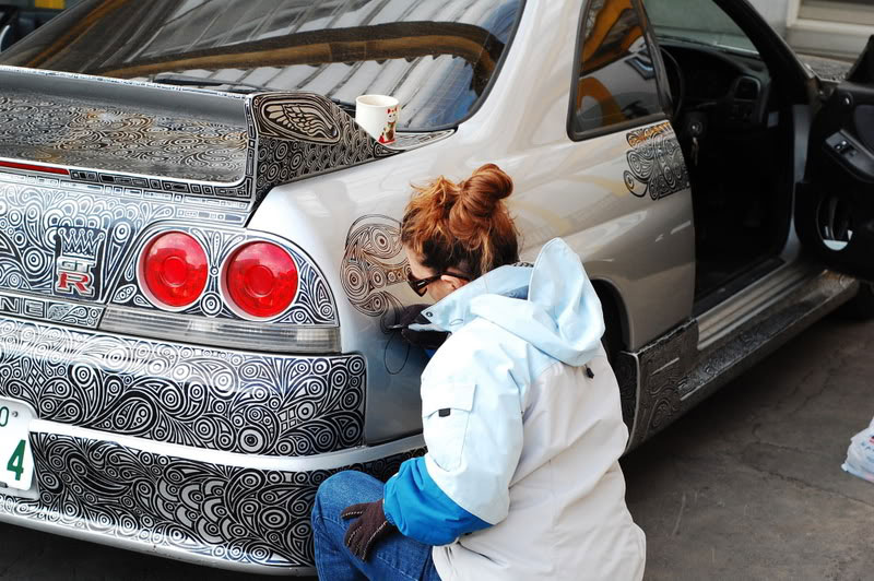 Artist Uses Sharpie to Give Nissan Skyline GTR One of a Kind Paint Job (1)