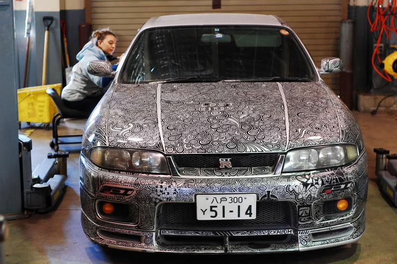 Artist Uses Sharpie to Give Nissan Skyline GTR One of a Kind Paint Job (3)