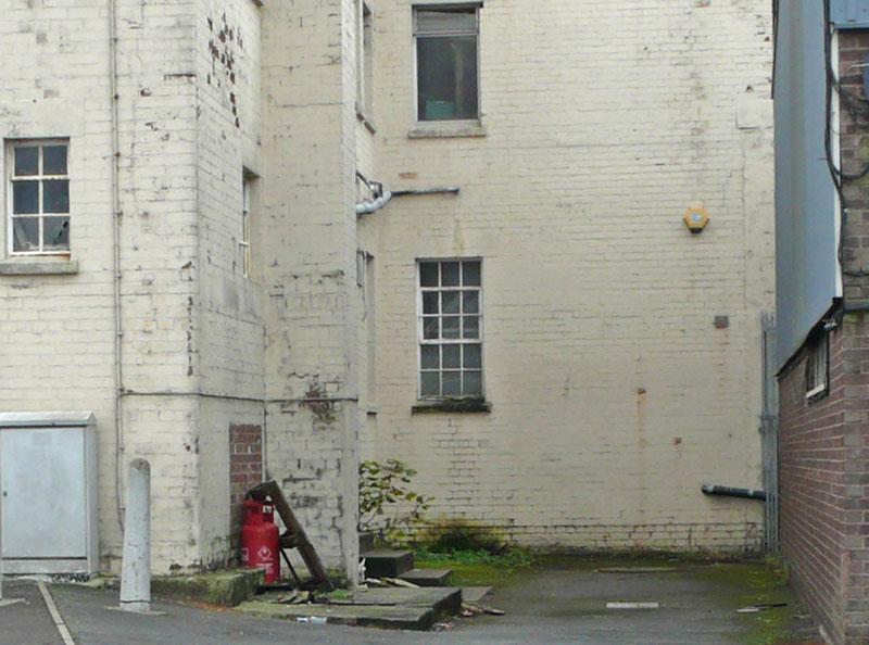 banksy vermeer girl with pierced eardrum (1)