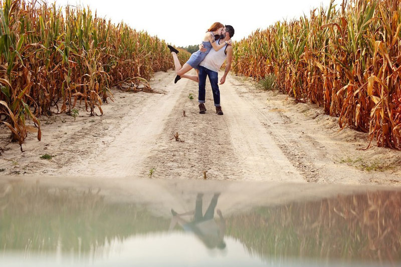 couple does same kiss embrace around the world (7)