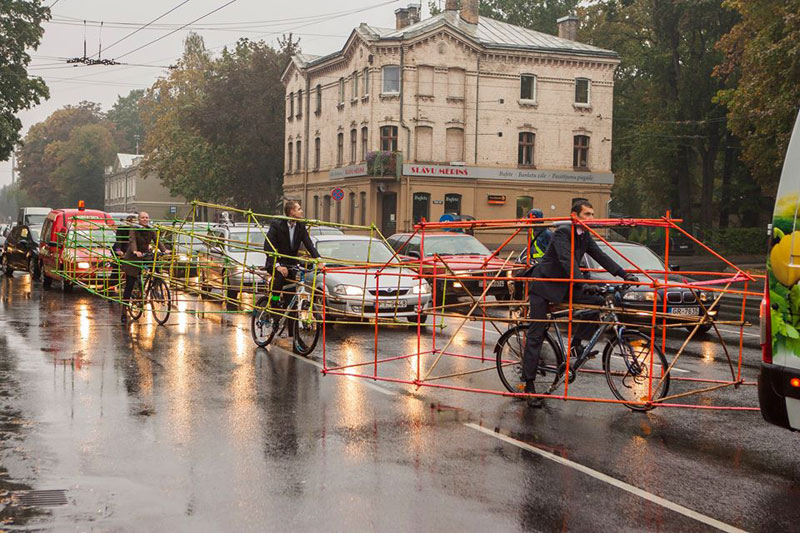 latvian cyclists demonstrate bikes taking up as much space as cars (3)