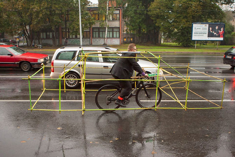 latvian cyclists demonstrate bikes taking up as much space as cars (5)