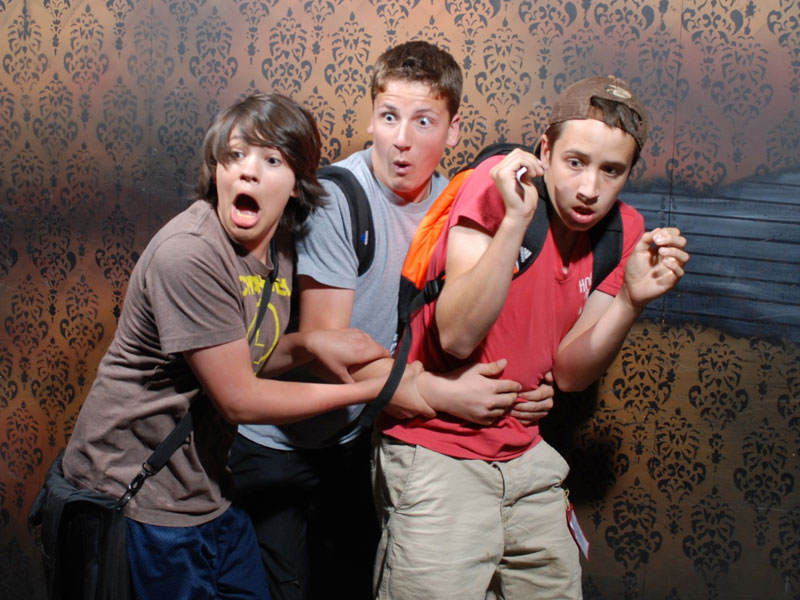 niagara falls haunted house fear factory funny pictures of scared people (12)