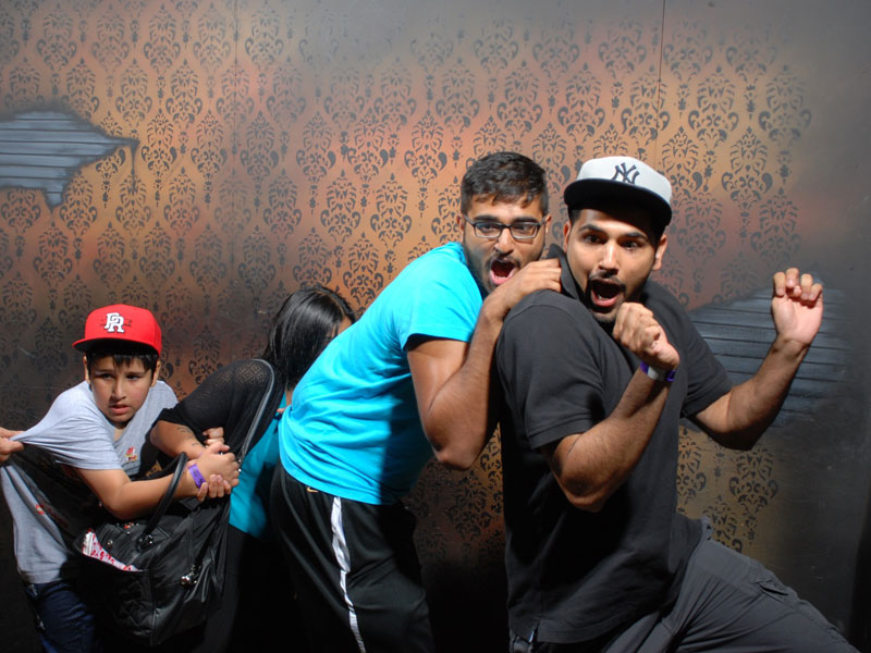 niagara falls haunted house fear factory funny pictures of scared people (16)