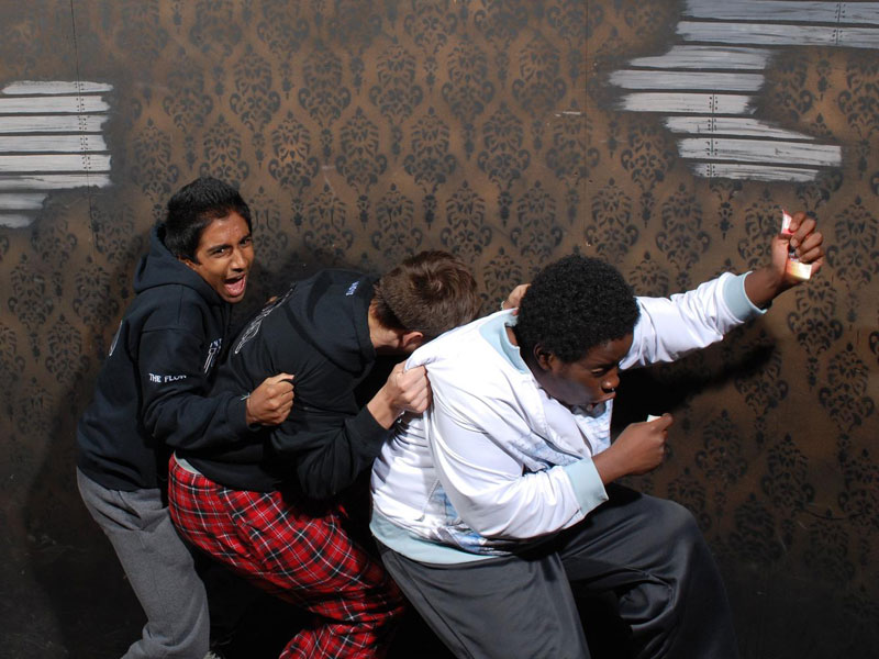 niagara falls haunted house fear factory funny pictures of scared people (2)