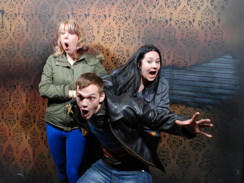 niagara falls haunted house fear factory funny pictures of scared people (4)