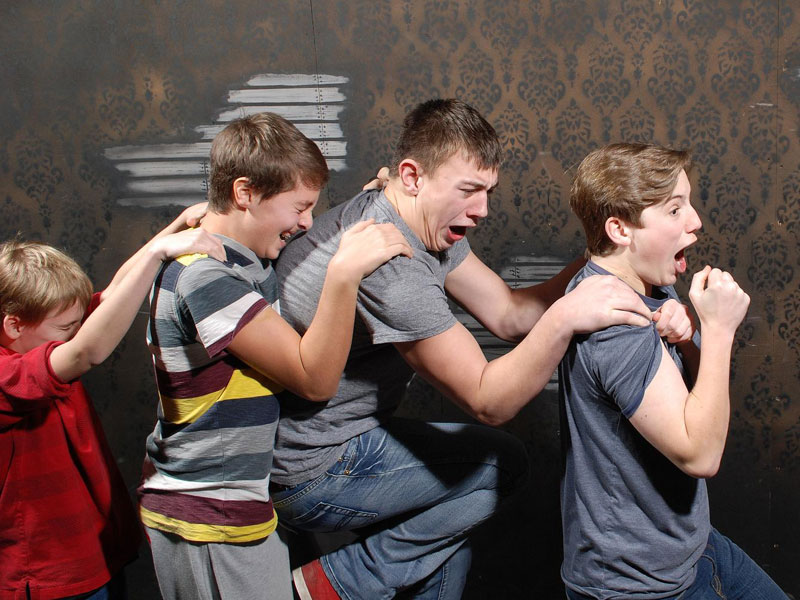 niagara falls haunted house fear factory funny pictures of scared people (5)