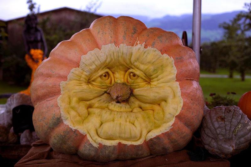 pumpkin carving by ray villafane studios (10)