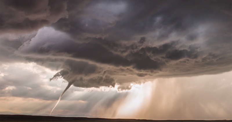 7 Minutes of Jaw-Dropping Storm Footage