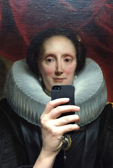 Photos-of-Museum-Portraits-Taking-Selfies-4