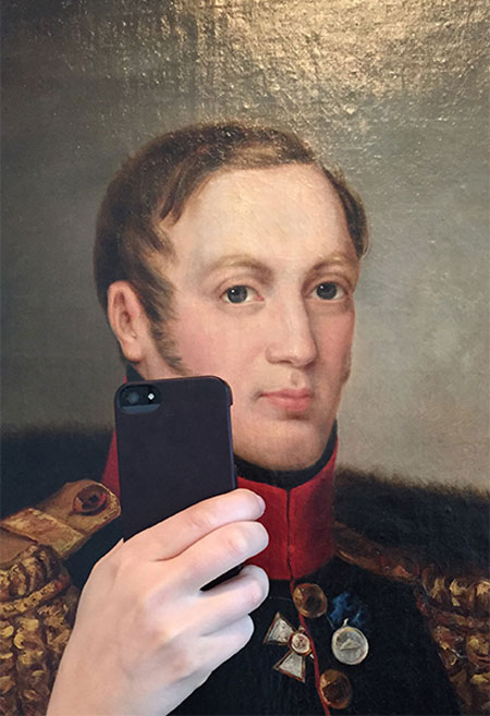 Photos-of-Museum-Portraits-Taking-Selfies-5