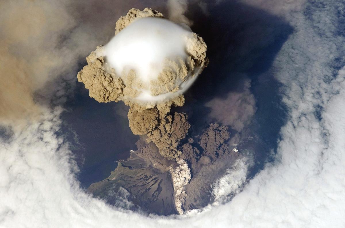 Sarychev_Peak_volcanic_eruption_from_above_nasa