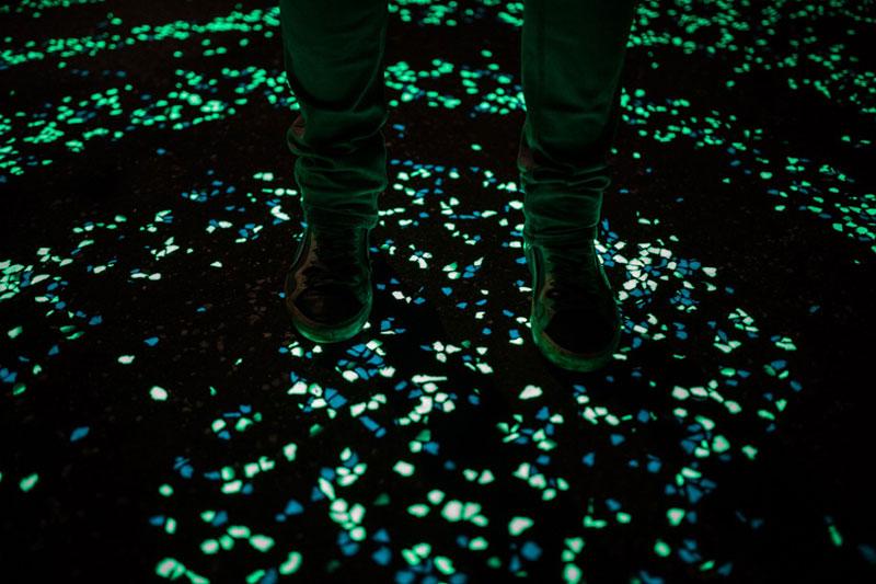 van gogh-roosegaarde glow in the dark bicycle path eindhoven netherlands (1)