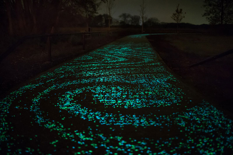 van gogh roosegaarde glow in the dark bicycle path eindhoven netherlands 3 Scientists Develop Artificial Skylight that Mimics Natural Light