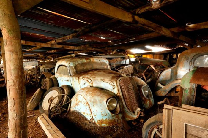 60 Rare Cars Worth Millions Found in French Countryside, Untouched for 50 Years (13)