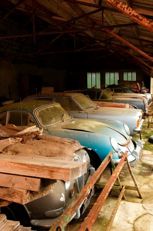 60 Rare Cars Worth Millions Found in French Countryside, Untouched for 50 Years (6)