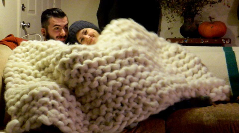 Artist Knits Giant Blanket, Uses PVC Pipe as Needles (1)